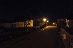 Straße in der Nacht - Nokia 2.4 Hauptkamera