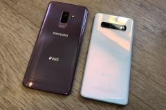Rückseiten S9+ (links) vs. S10 (rechts)