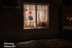 Samsung Galaxy S9+ - Schaufenster bei Nacht